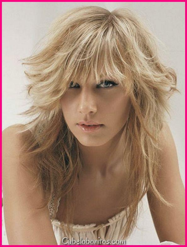 Cortes de cabelo longos em camadas com franja