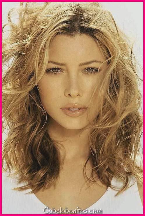 18 penteados ondulados médios superlativos para mulheres